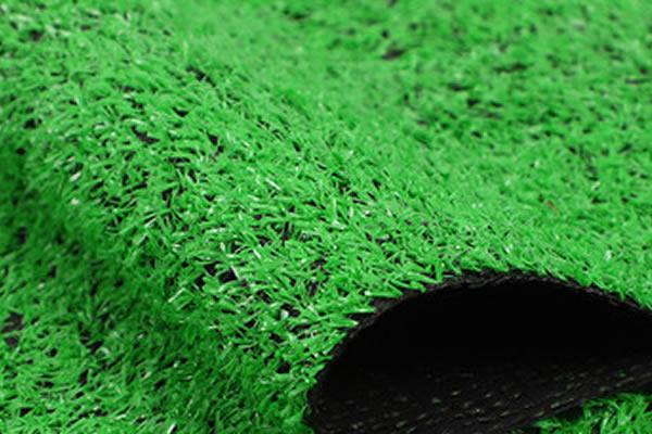 幼儿园如何选择人造草坪